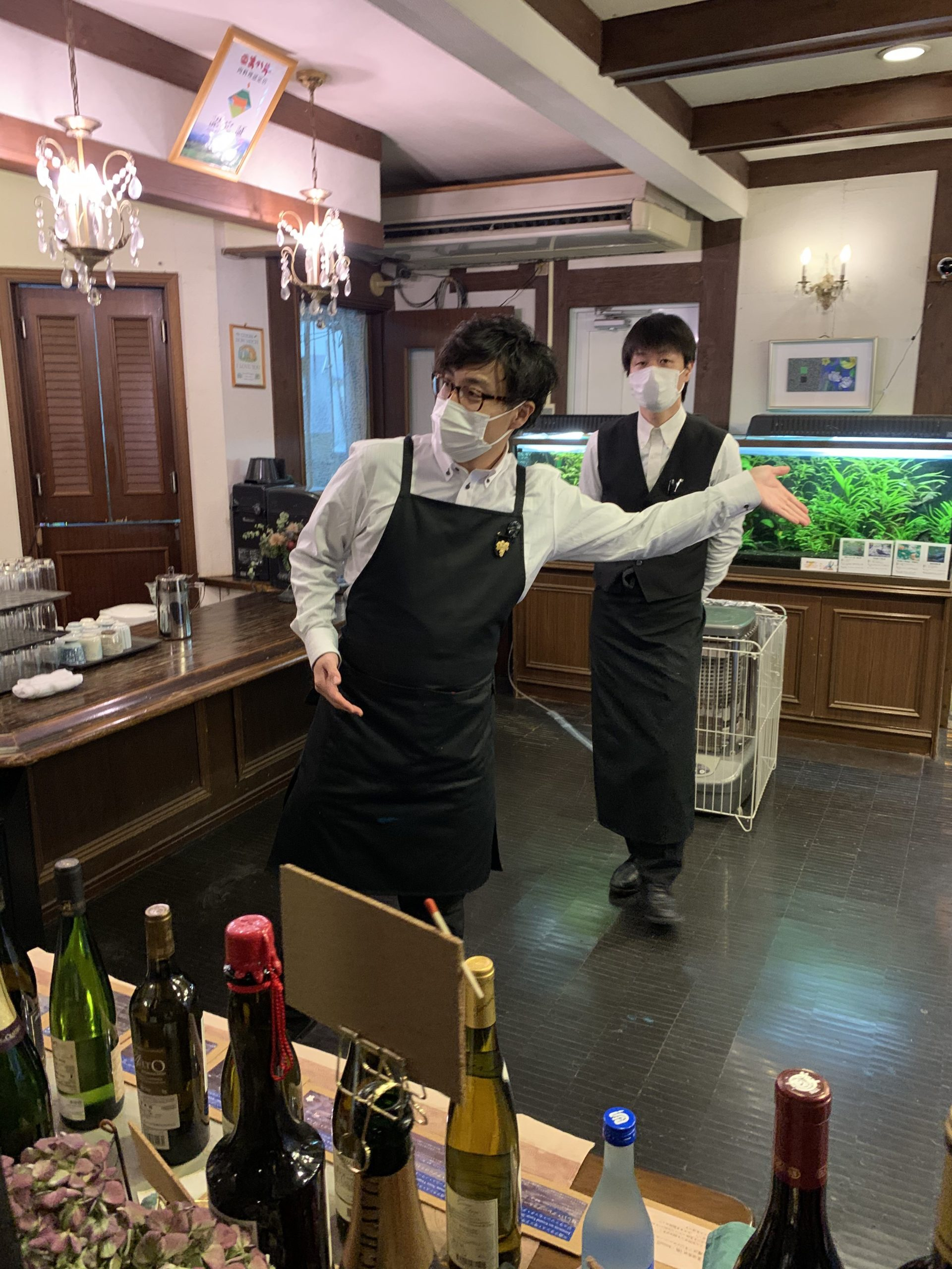 Staff welcoming guests at the restaurant (2020 / 2 / 17)