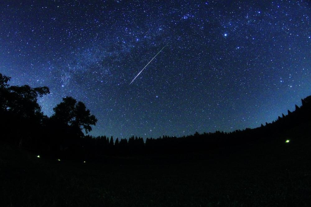 南阿蘇に現れた明るい流れ星